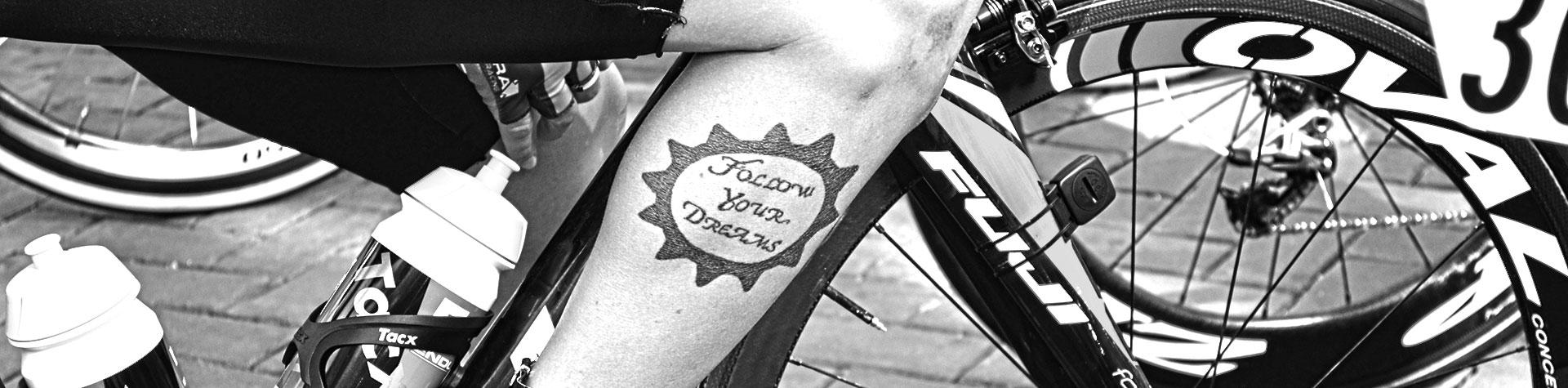 10 stijlvolle fietstattoos voor wielrenners en mountainbikers