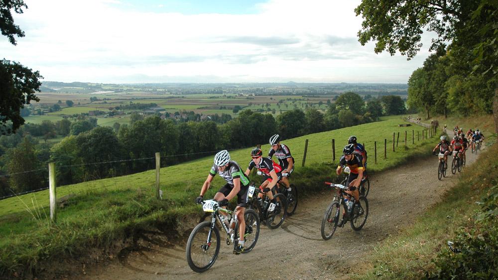 Cobbles-mountainbiken-strijd-snelle-langzame-mountainbikers-02