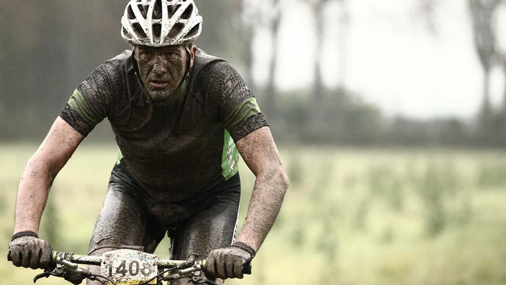 Cobbles-mountainbiken-strijd-snelle-langzame-mountainbikers-03