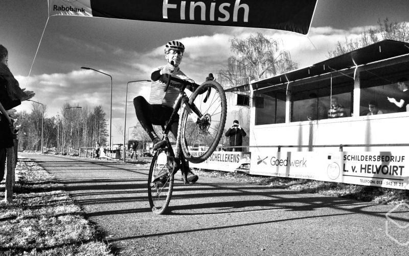 Cobbles-veldrijden-NSK-Kjell-van-den-Boogert-Specialized-finish