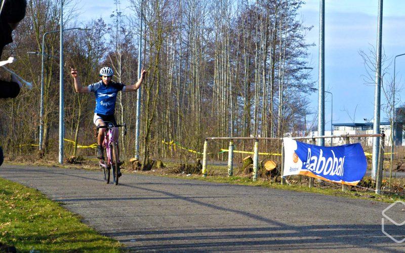 Cobbles-veldrijden-NSK-WTOS-Delft-finish