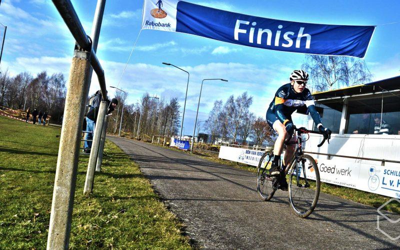 Cobbles-veldrijden-NSK-finish-Dutch-Mountains