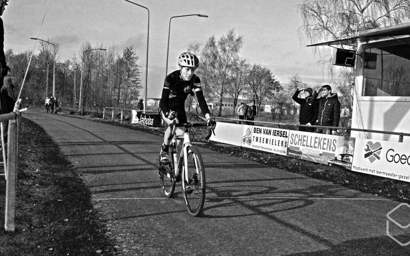 Cobbles-veldrijden-NSK-finish-Lotte-Koopmans