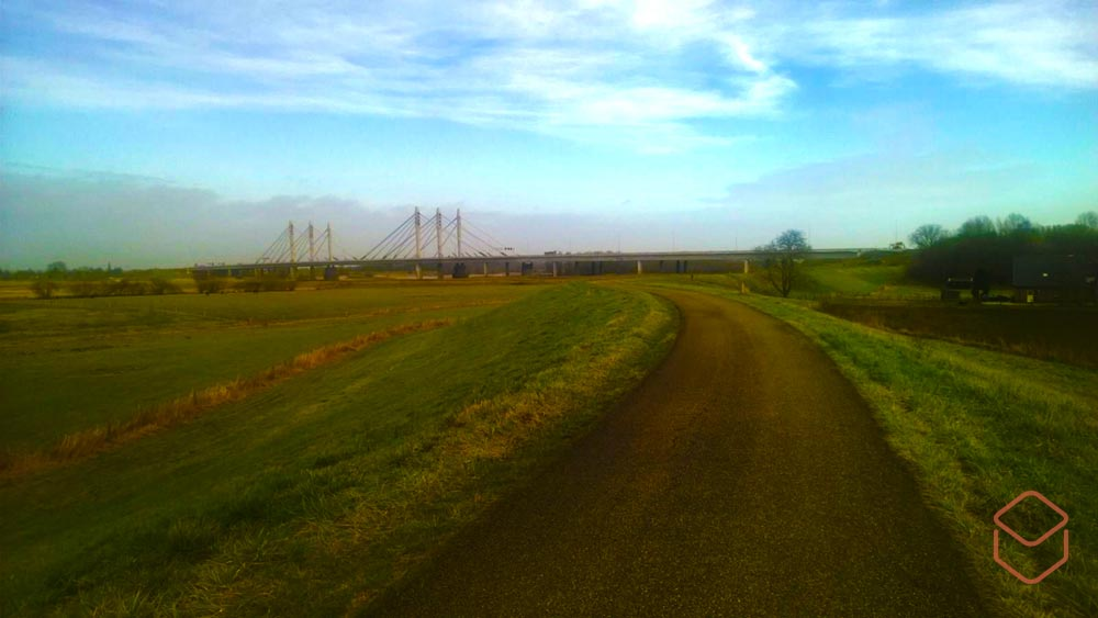 Cobbles wielrennen festive 500 Waaldijk