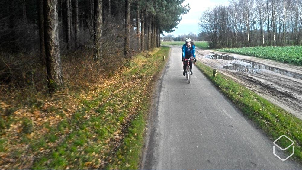 Cobbles wielrennen samen fietsen vriend vriendin