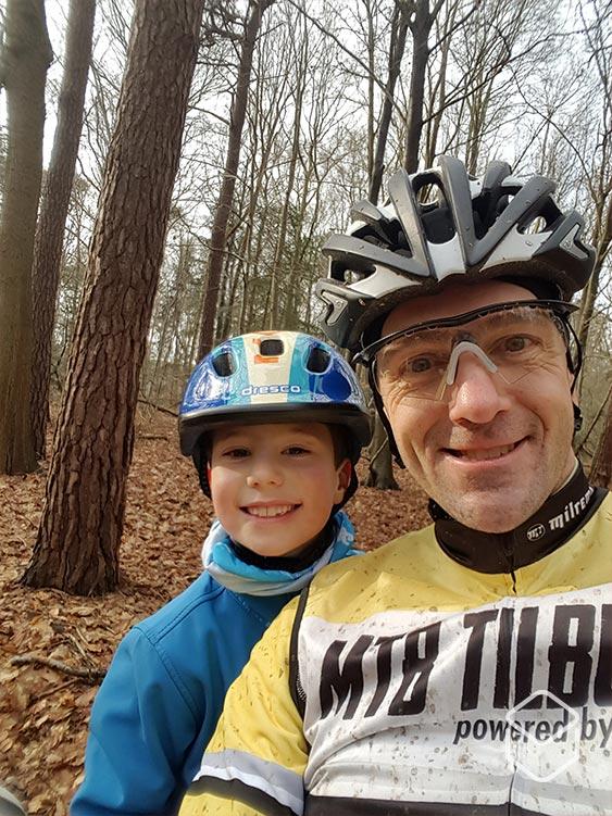 cobbles-mountainbiken-wielrennen-kinderen-genieten
