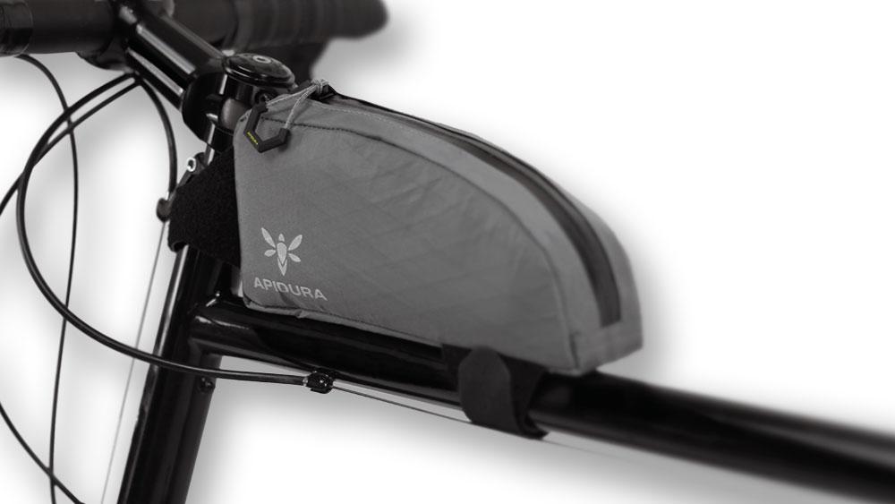 cobbles bikepacking fietstassen bovenbuistas apidura