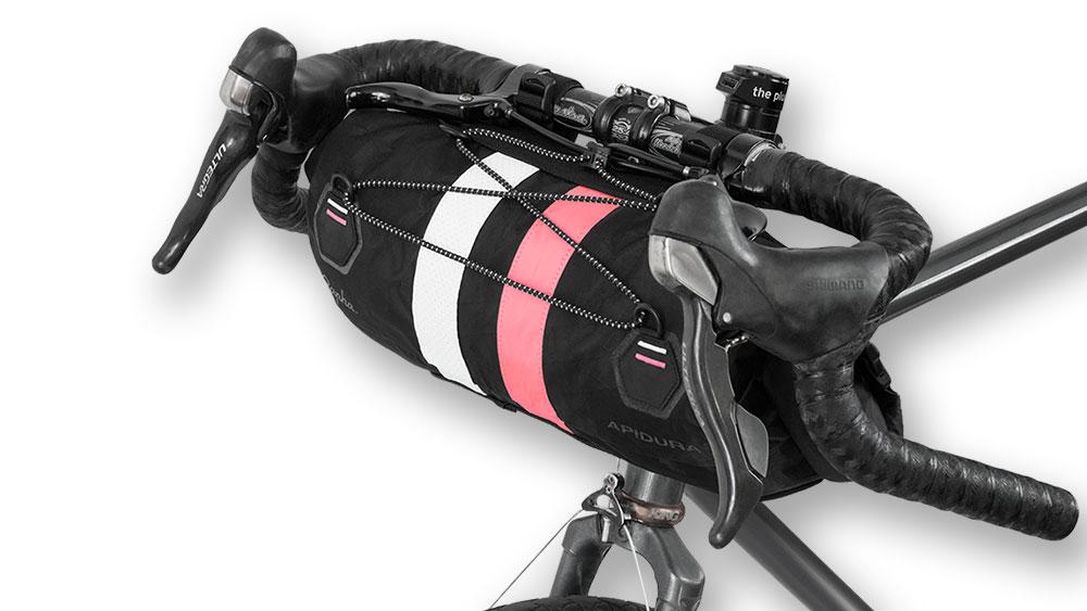 cobbles bikepacking fietstassen stuurtas rapha apidura