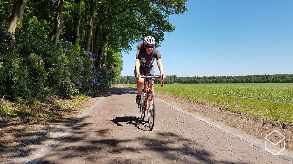 cobbles-review-ingeklikt-aztec-vrouwen-fietskleding-amsterdam-broek