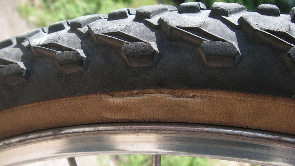cobbles-wielrennen-pech-onderweg-tips-oude-band