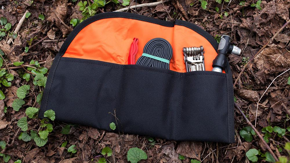 cobbles-wielrennen-pech-onderweg-tips-tool-bag