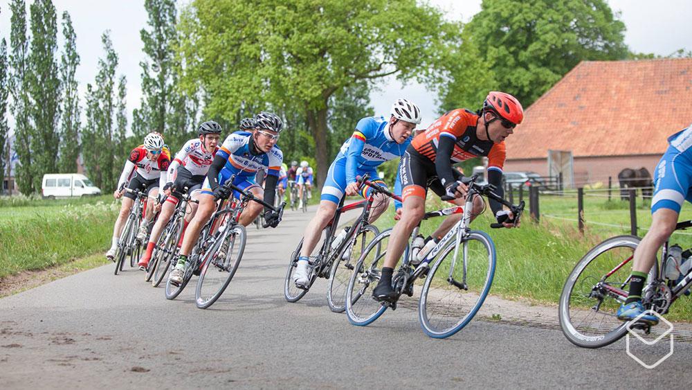 fietsen in een groep tekst