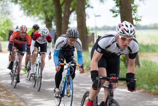 fietsen in een groep uitgelicht