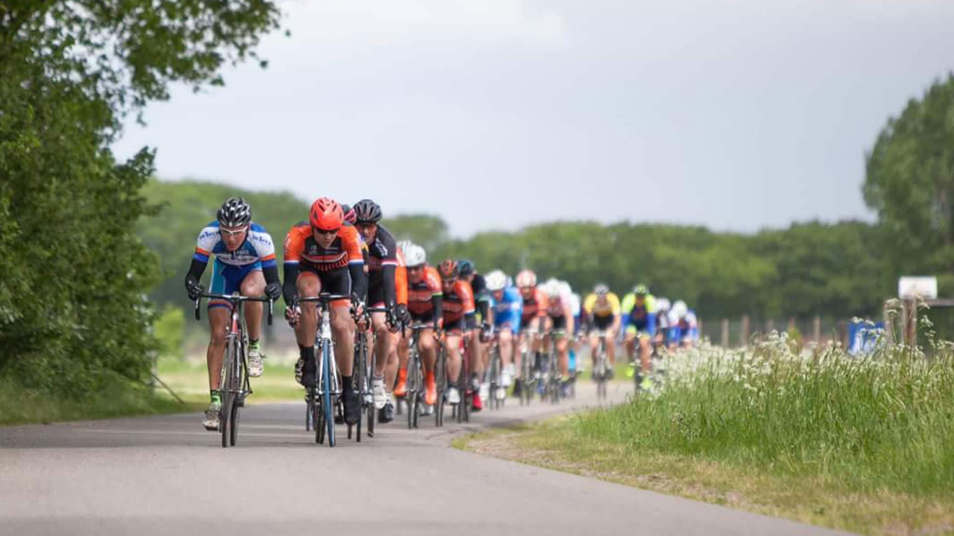 Vijf type fietsers die je in elke fietsgroep tegenkomt