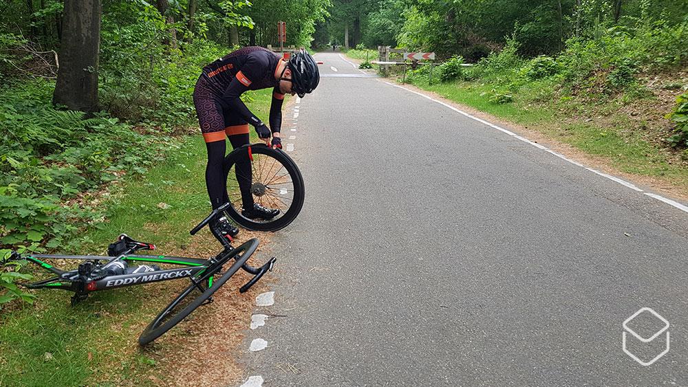 cobbles wielrennen beginner dingen-die-je-niet-wil-horen lekke-band