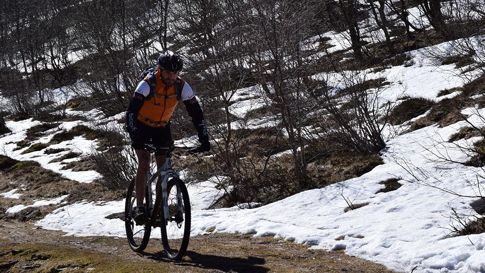 cobbles-wielrennen-laagjes-kleding-sneeuw-korte-broek