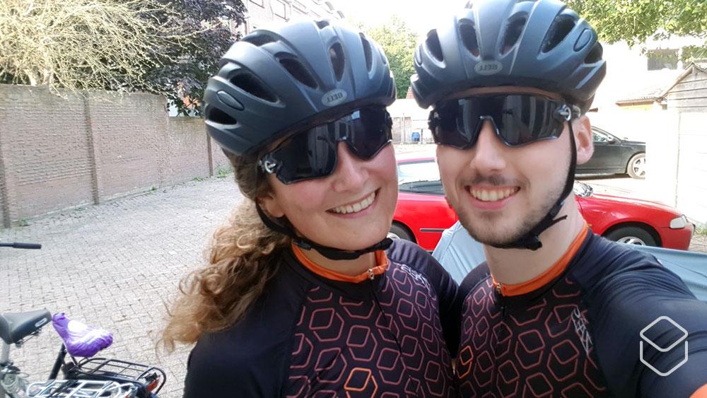 cobbles-wielrennen-openingszinnen-cobbles-couple