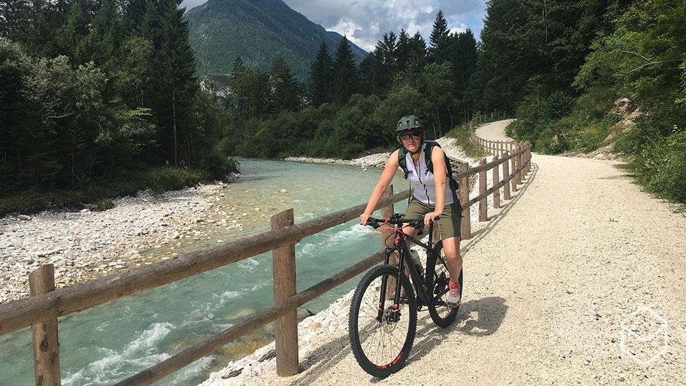 cobbles-mountainbiken-slovenie-rivier