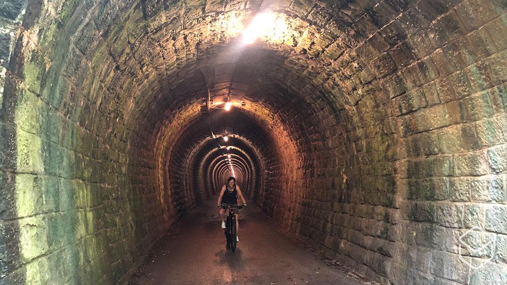 cobbles-mountainbiken-slovenie-tunnel