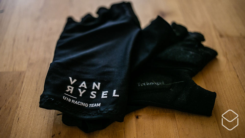 cobbles-wielrennen-van-rysel-kleding-review-handschoen-1