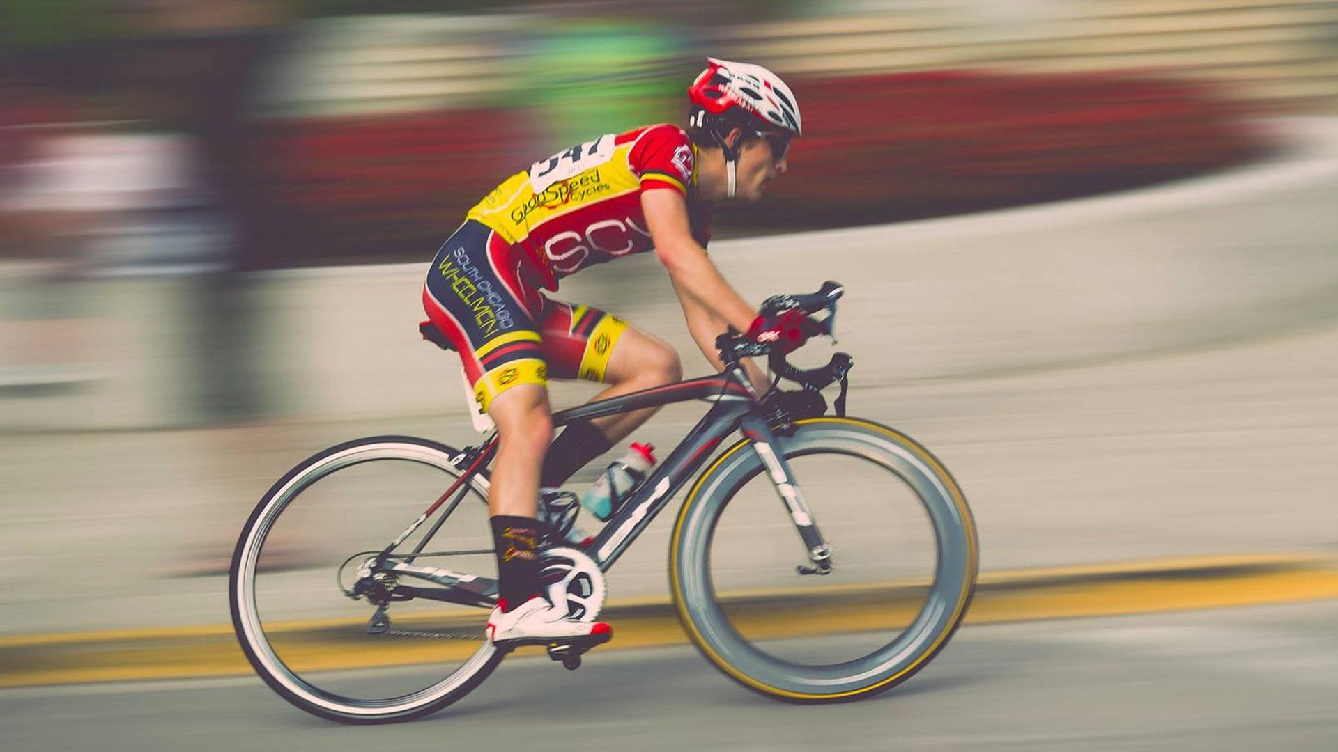 Fietstechniek: leer fietsen met één been en klimmen als een prof