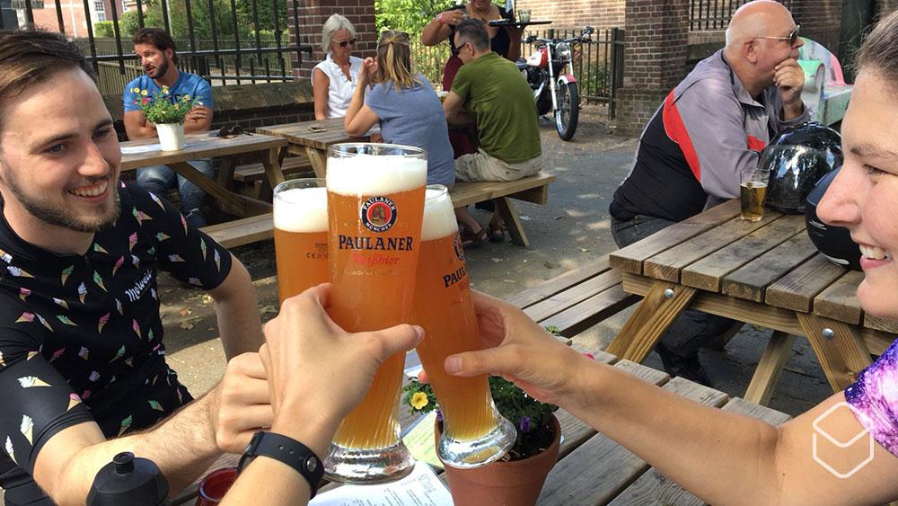 cobbles-wielrennen-geluksmomentjes-biertje-achteraf