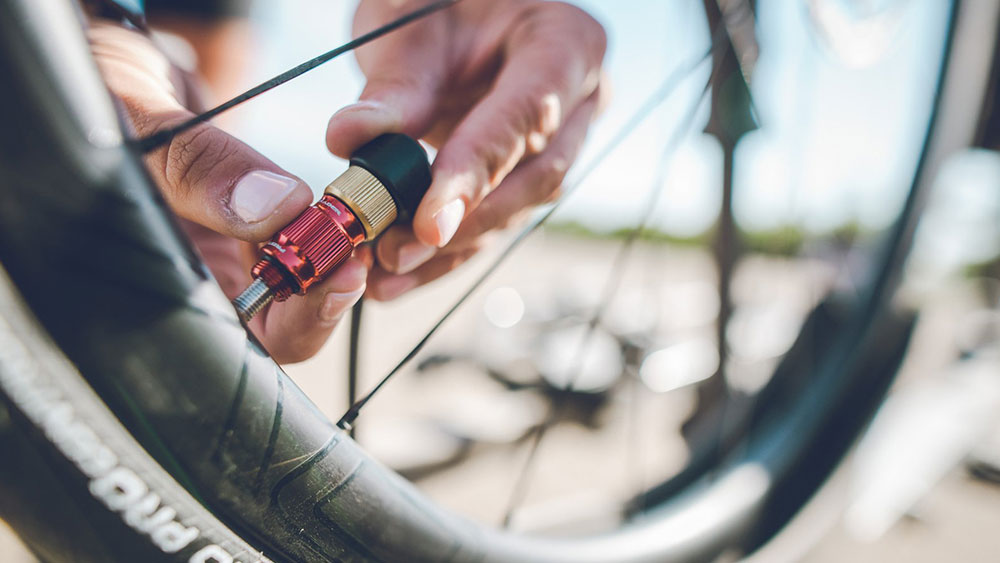 cobbles-wielrennen-reparatieskills-gereedschap-ventiel
