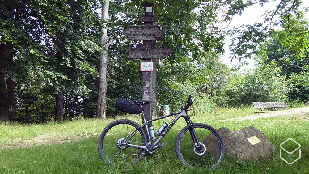 cobbles-mountainbiken-hermannsweg-bikepacking-wegwijzer