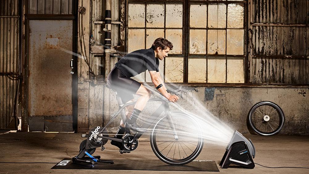 cobbles-wielrennen-smart-fietstrainer-wahoo-kickr+headwind