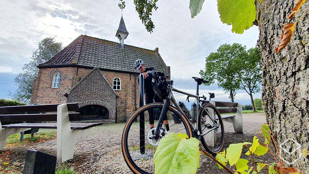 cobbles-wielrennen-gravel-pilot-scram-review-pinion-church