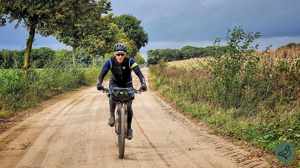 cobbles-mountainbiken-pilot-duro-pinion-review-zandpad-2